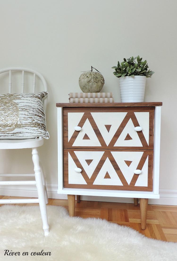 R nover une petite table de chevet r ver en couleur - Table de chevet petite taille ...