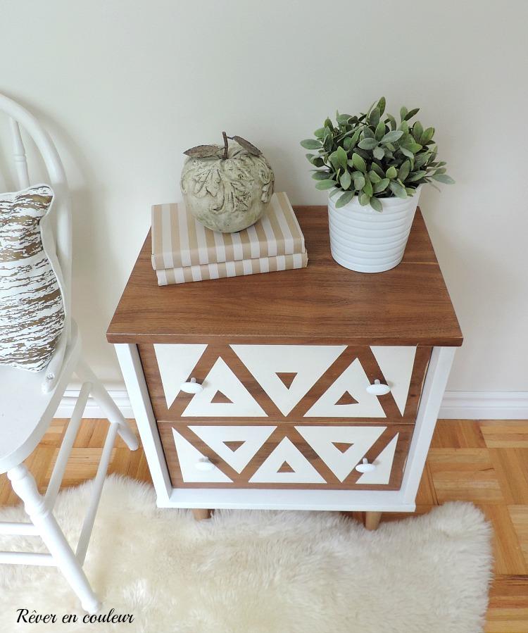 R nover une petite table de chevet r ver en couleur for Construire une table de chevet