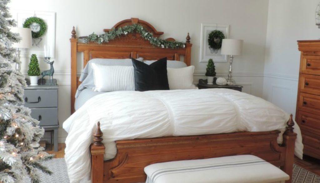 La chambre décorée simplement pour Noël - Rêver en couleur