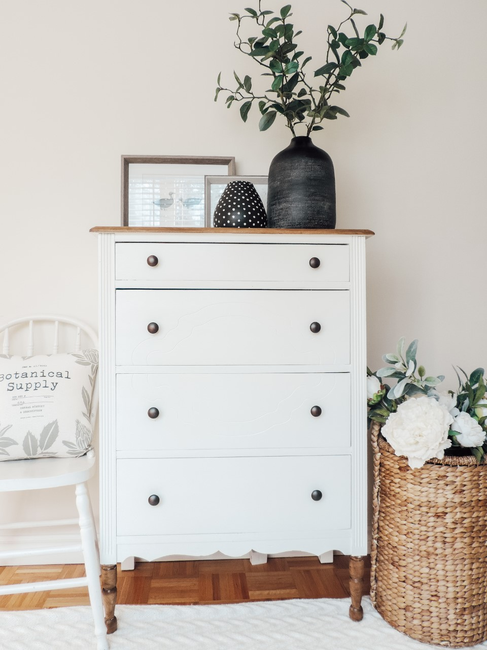 dresser before/after with homemade chalkpaint recipe. Recette de peinture à la craie.